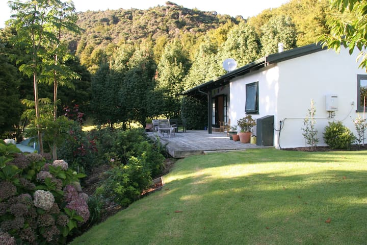 Cottage surrounded by nature - Kaeo