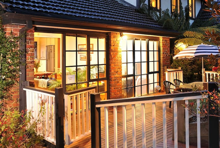 Verandah View Cottage Outdoor Spa on Private Deck