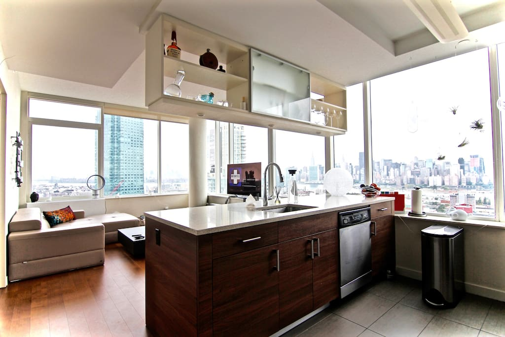 PENTHOUSE - Private Room & Bathroom