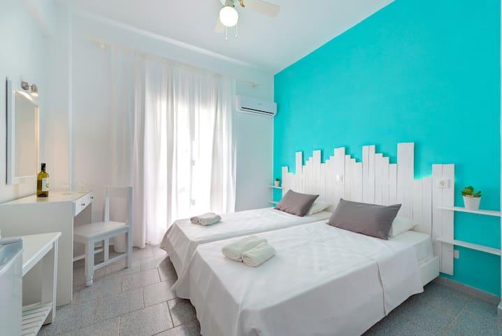 hotel ikaros - Karterados - ที่พักพร้อมอาหารเช้า