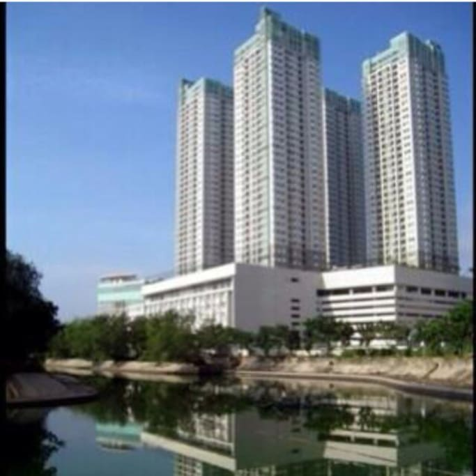 Thamrin Residences ( view from Grand Indonesia)