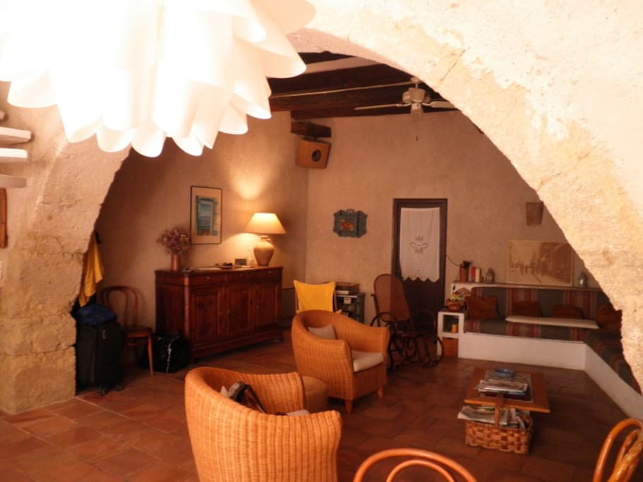 RDC : salon, salle à manger, cuisine intégrée