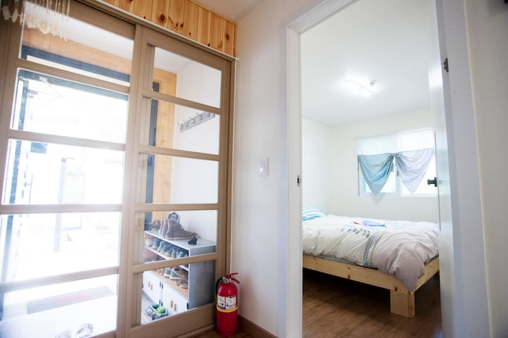 bright Room with Queen bed - Andong-si