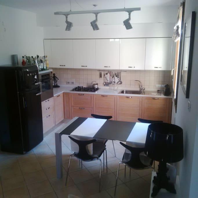Zona cucina/pranzo.