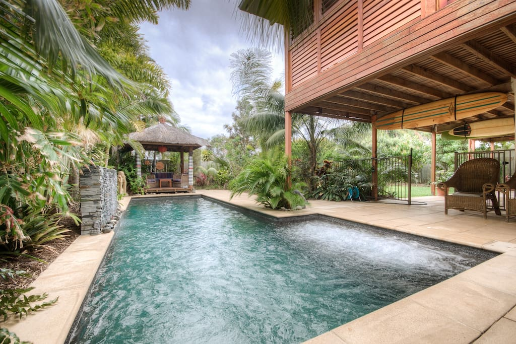 noosa bali style retreat nr beach houses for rent in. Black Bedroom Furniture Sets. Home Design Ideas