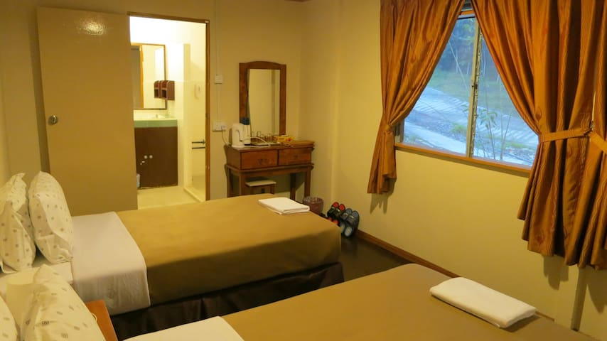 Mile 36 Lodge - Family Room - Ranau - Bed & Breakfast