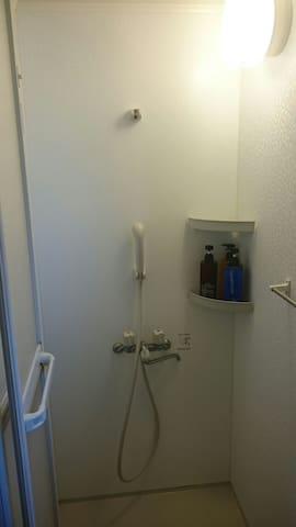 シャワールームは、シャンプー、リンス、ボディーソープがお使いいただけます。