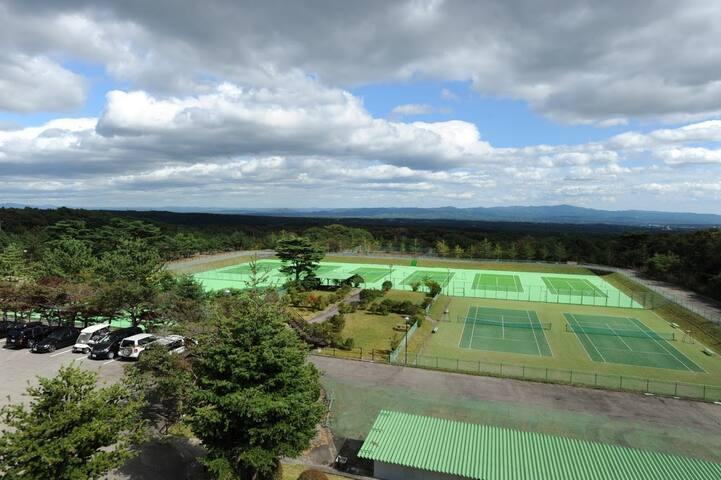 那須高原で爽やかな風を感じながらテニスをお楽しみください。
