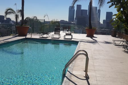 Private rm 2miles from downtown LA