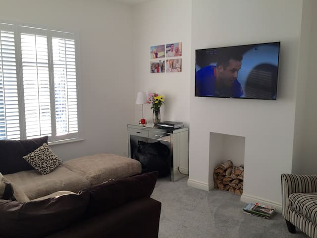 Modern Two Double Beds & Garden. Central location - Cardiff - Apartment