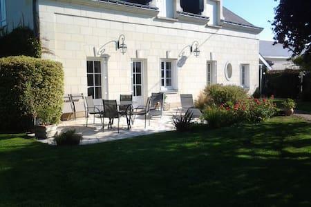 Maison Angevine en bord de Loire. - Varennes-sur-Loire - บ้าน
