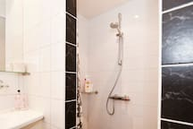 nice walk in  shower with bath products