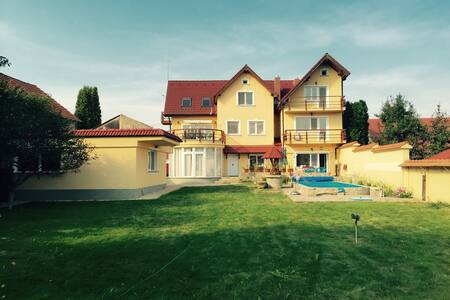 Spacious Apartment in Villa - Byt