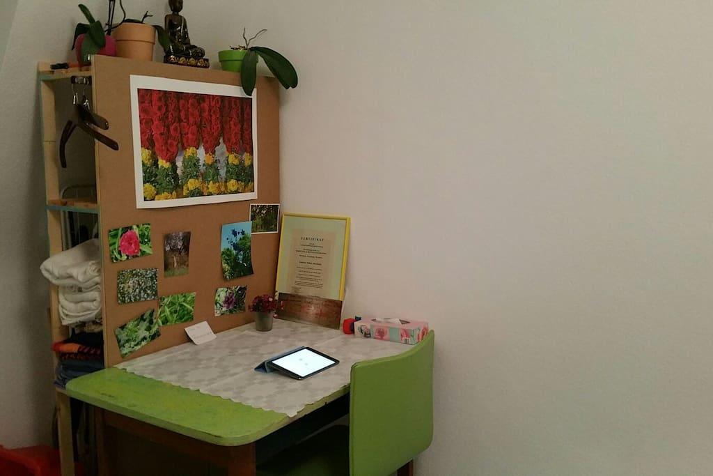Kleiner Tisch / Schreibtisch