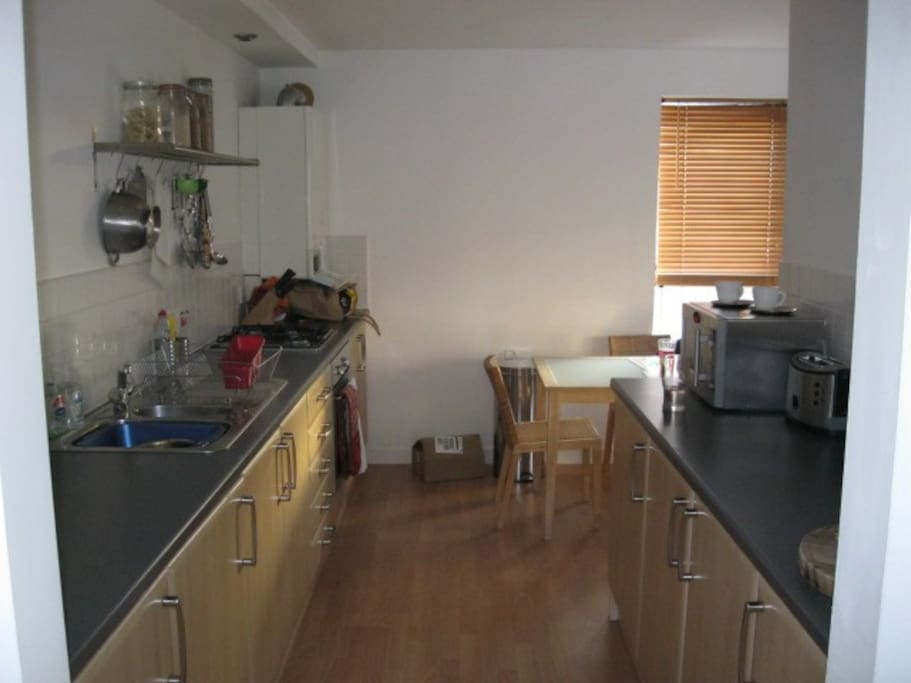 2 Bedroom Bathroom Flat In West End Apartments For Rent In Glasgow Glasgow City United Kingdom