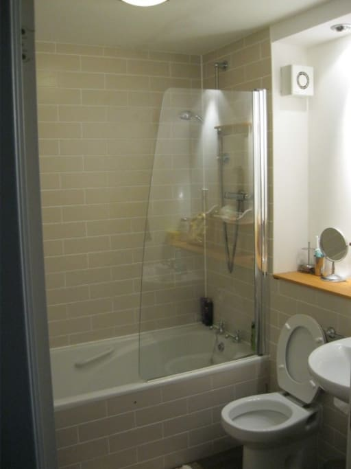 2 Bedroom Bathroom Flat In West End Appartements Louer