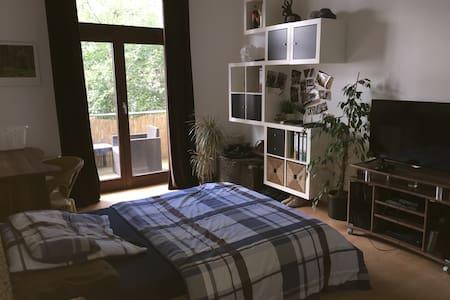 Schönes Zimmer mit Balkon - Altona