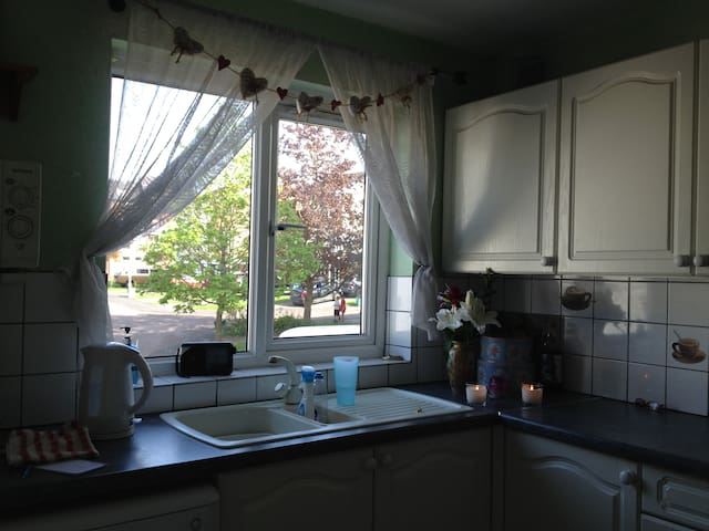 Double Room at Angelic House Relaxing Home Stay ! - Charlton Kings - Bed & Breakfast