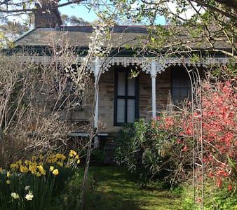 Historic Bowes Cottage  - Maldon - Dům