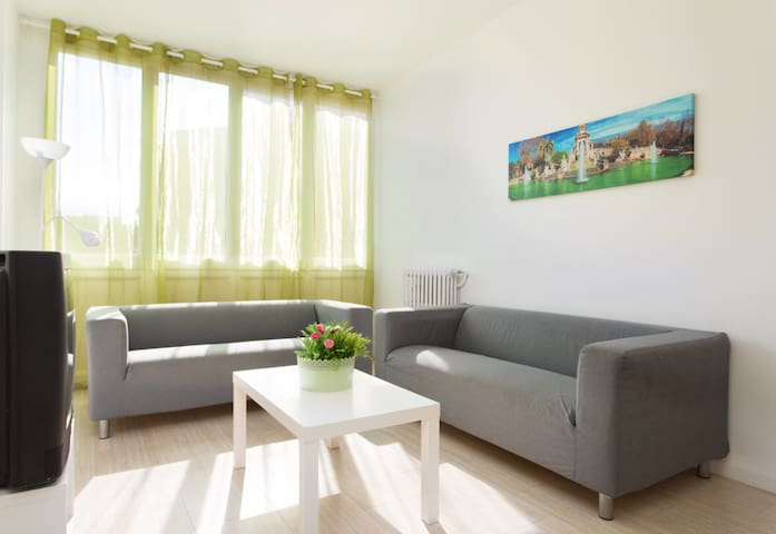 3. ONLY FAMILIES OR 1, 2, 3 COUPLES - Barcelona - Flat