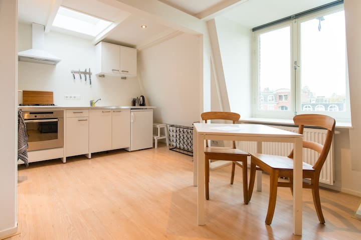 complete spacious studio in centre - Amsterdam - Flat