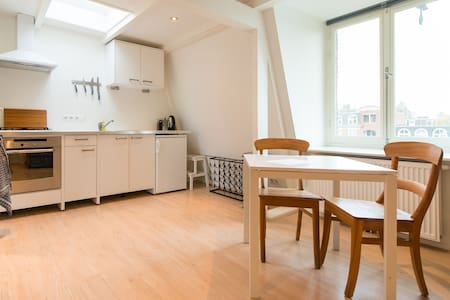 complete spacious studio in centre - Amsterdam