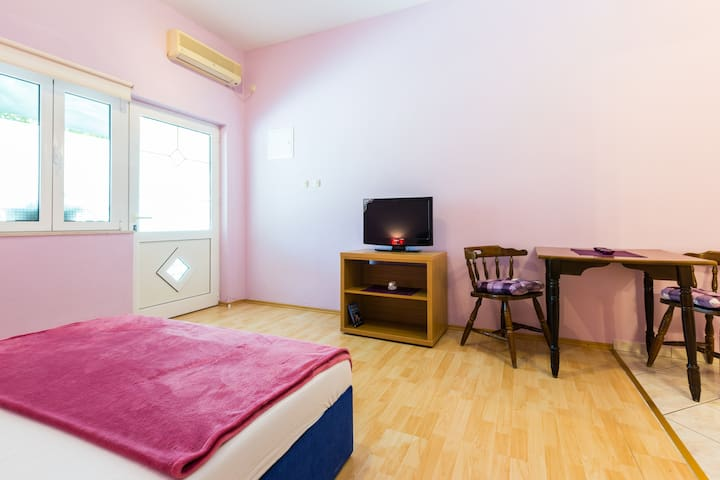 Lilac studio apartment for 2 people - Pirovac - Leilighet