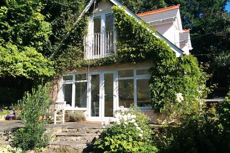 The Calm Nest B&B - Barry - Bed & Breakfast