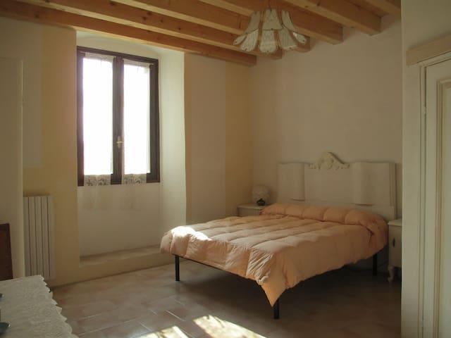 STANZA MATRIMONIALE-DOUBLE BEDROOM - Trobiolo - Hus