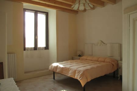 STANZA MATRIMONIALE-DOUBLE BEDROOM - Trobiolo