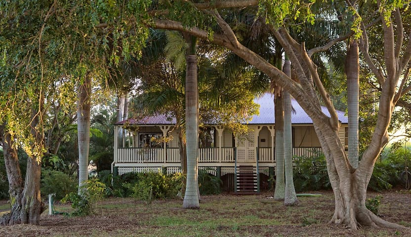 Lovely Queenslander near the beach - Rubyanna - Hus