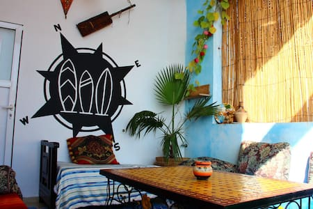 Surf & Travel Hostel - Room 2 - Bed & Breakfast