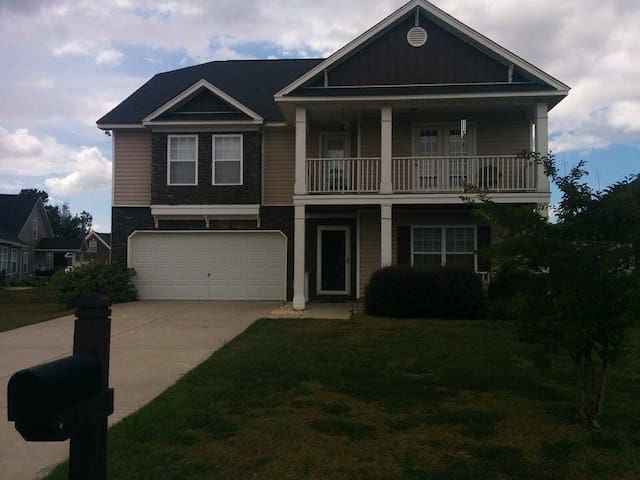3100sq ft House - 10mins to Fort Jackson