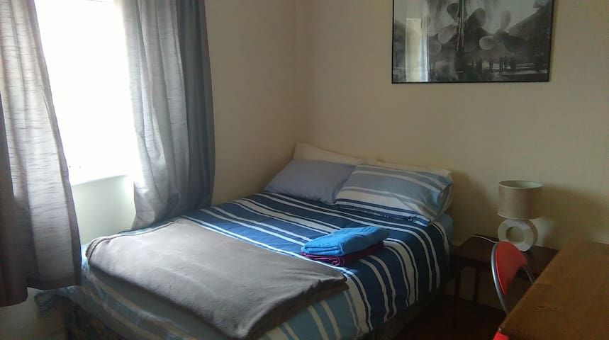 Perfect location,Private DoubleRoom - Galway - Hus