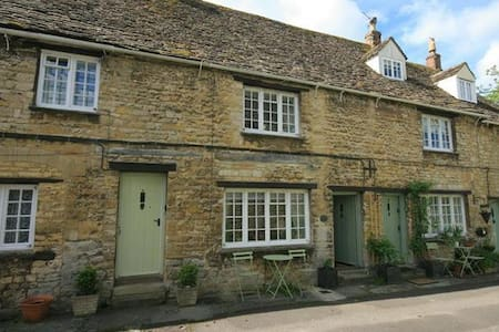 Georges Yard, Burford. - Burford
