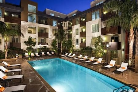 The Model Unit+ Concierge Services + VIP TICKETS - Los Angeles - Apartment