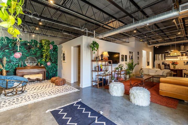 Texas Avenue BNB | The Seventies Suite
