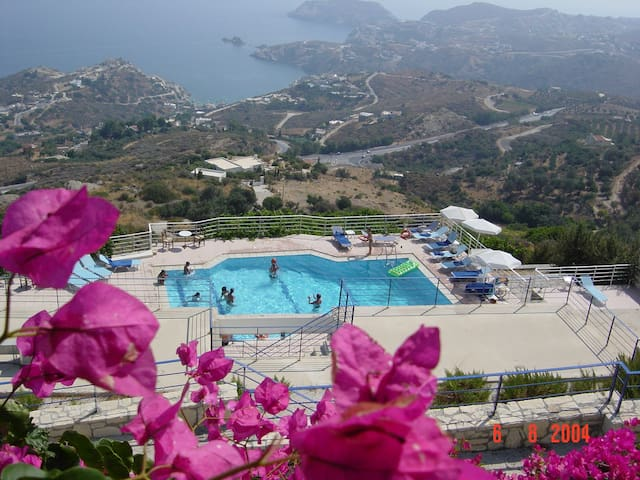 Studio with swimming pool and view!