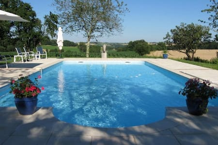 Beautiful Gite with pool, sleeps 4. - Hus