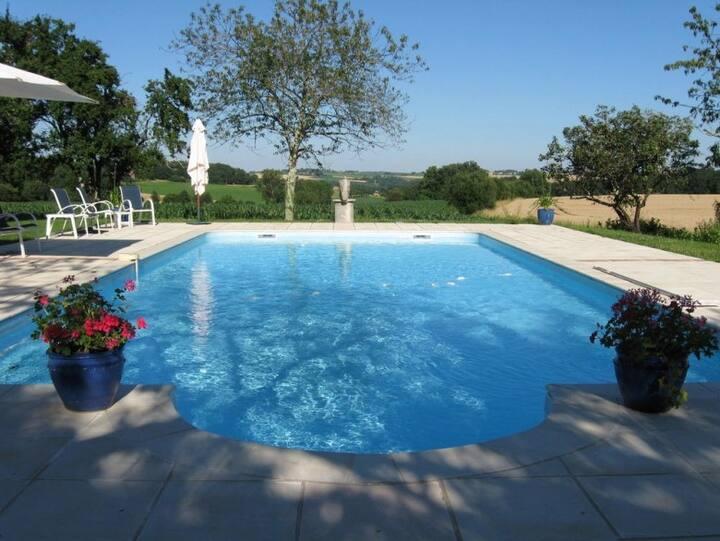 Beautiful Gite with pool, sleeps 4.