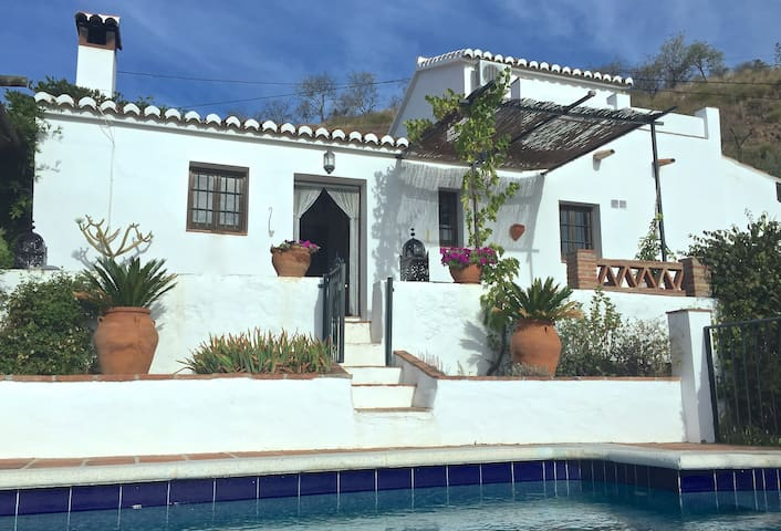 Beautiful newly-furnished Finca - Cómpeta - Casa