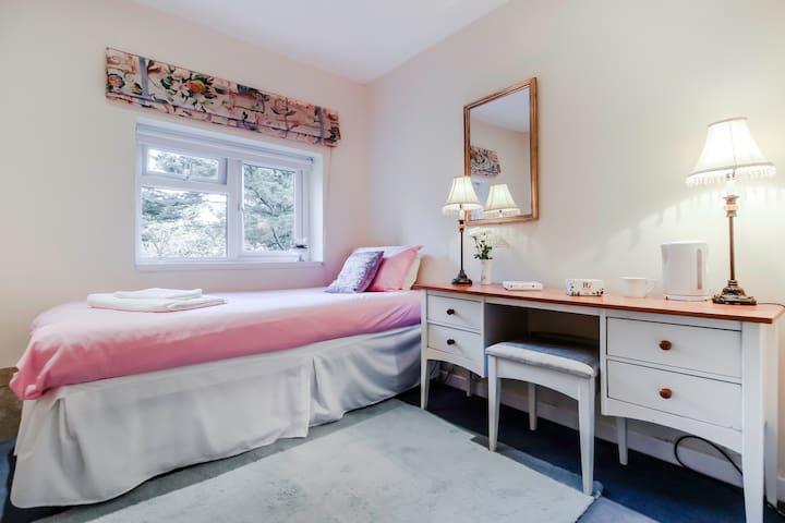 Charming room. Exc. location