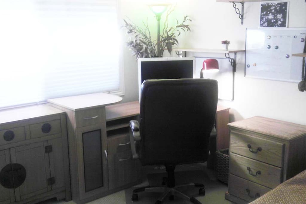 Corner computer workdesk with executive chair.