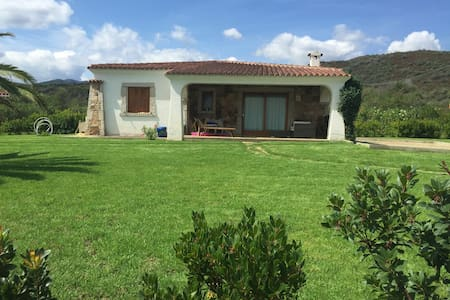 Independent Villa, Sea View, A/C - Budoni