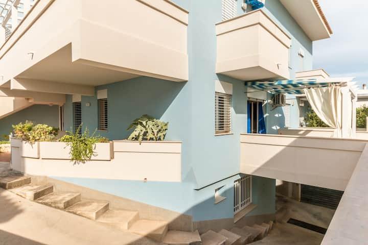 Elegant apartment 30m from the sea