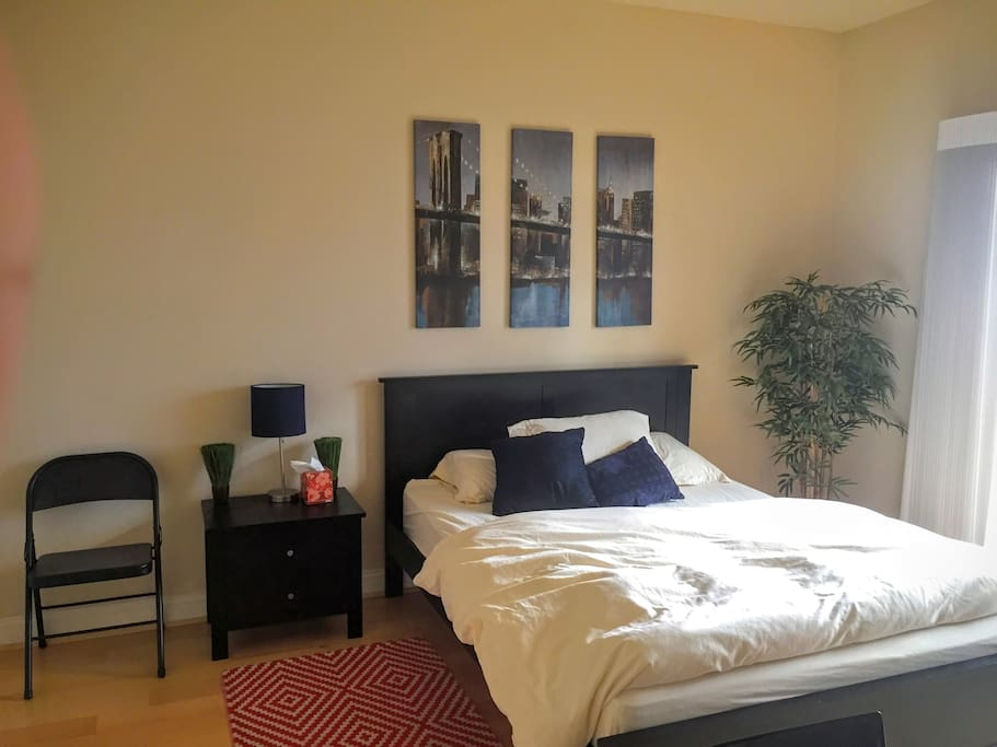Your private bedroom, hardwood floors, extra large desk & chair, walkin closet Luxury Beautyrest Besd