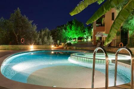 True Cretan Living at House Sofia, 10 min from Sea - Georgioupoli