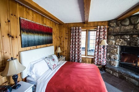 Charming and Luxurious for 2! - Sainte-Agathe-des-Monts - Alpehytte