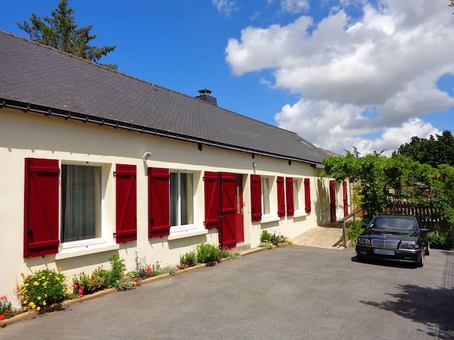 Ty Louisette, canalside Gite, 6/7 - Saint-Gérand - House