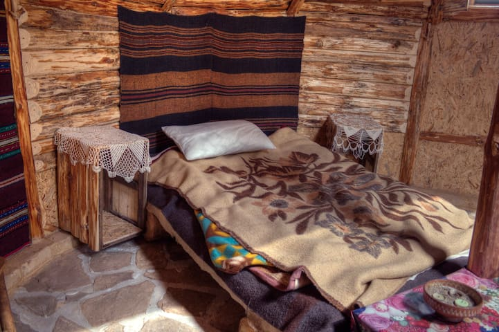 Yablanitsa Balkan Huts- 3 Guests + Breakfast